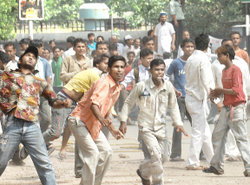 mob violence essay A mentality of mob violence has overtaken india  in india today — are not  numbers, but the public, almost orgiastic character of the violence.
